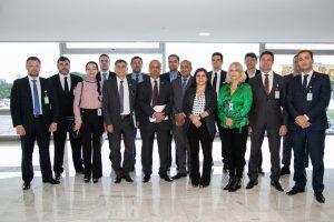 FOTO - REUNIÃO DA AMPOL E UPB COM O MINISTRO SANTOS CRUZ (1)